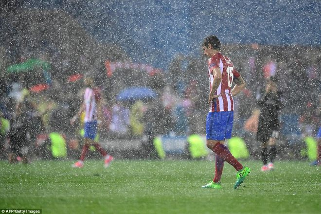 Vicente Calderon gầm vang trong ngày Real Madrid toát mồ hôi lạnh - Ảnh 32