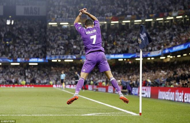 Nằm xuống Juventus, để chứng kiến Ronaldo vĩ đại lên ngôi! 6