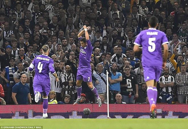 Nằm xuống Juventus, để chứng kiến Ronaldo vĩ đại lên ngôi! 9
