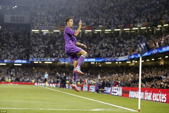 Nằm xuống Juventus, để chứng kiến Ronaldo vĩ đại lên ngôi! 10