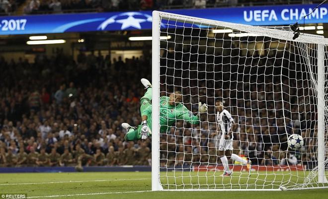 Nằm xuống Juventus, để chứng kiến Ronaldo vĩ đại lên ngôi! 11