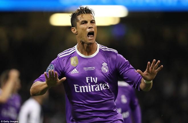 Nằm xuống Juventus, để chứng kiến Ronaldo vĩ đại lên ngôi! 12