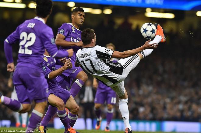 Nằm xuống Juventus, để chứng kiến Ronaldo vĩ đại lên ngôi! 14