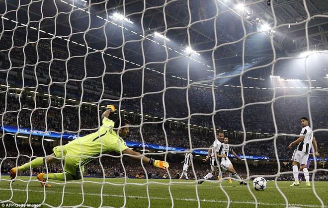 Nằm xuống Juventus, để chứng kiến Ronaldo vĩ đại lên ngôi! 15