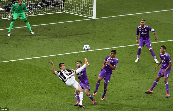 Nằm xuống Juventus, để chứng kiến Ronaldo vĩ đại lên ngôi! 2