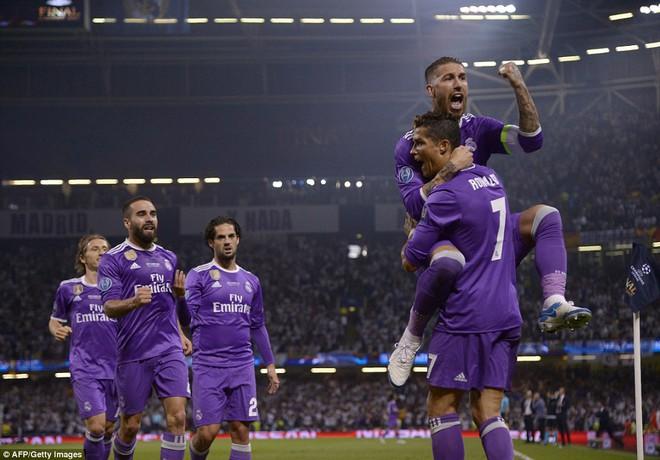 Nằm xuống Juventus, để chứng kiến Ronaldo vĩ đại lên ngôi! 17