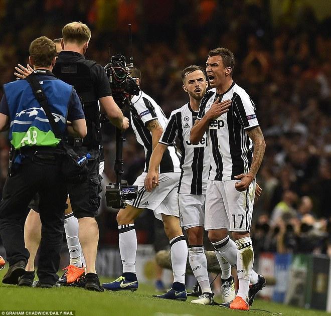 Nằm xuống Juventus, để chứng kiến Ronaldo vĩ đại lên ngôi! 18