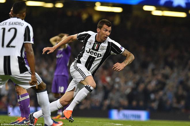 Nằm xuống Juventus, để chứng kiến Ronaldo vĩ đại lên ngôi! 19