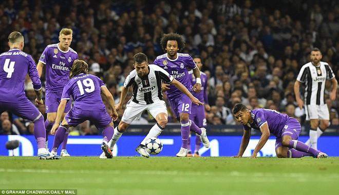 Nằm xuống Juventus, để chứng kiến Ronaldo vĩ đại lên ngôi! 20