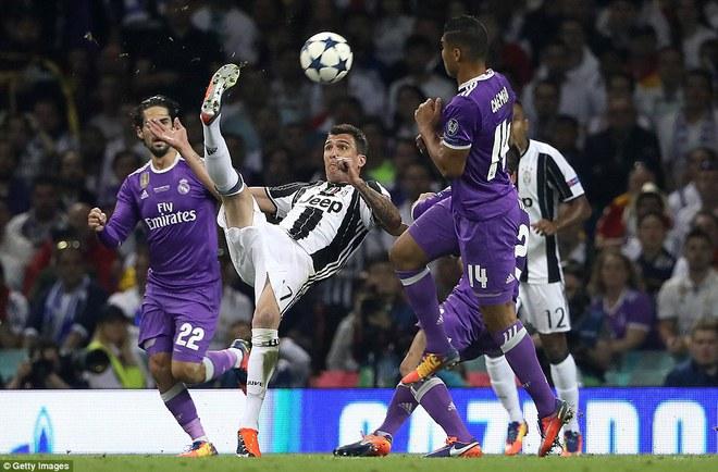 Nằm xuống Juventus, để chứng kiến Ronaldo vĩ đại lên ngôi! 22