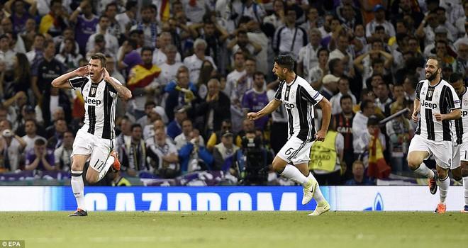 Nằm xuống Juventus, để chứng kiến Ronaldo vĩ đại lên ngôi! 24