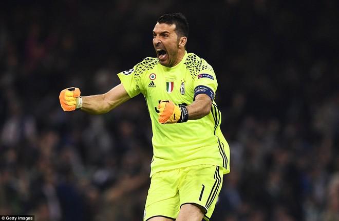 Nằm xuống Juventus, để chứng kiến Ronaldo vĩ đại lên ngôi! 25