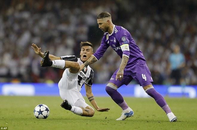 Nằm xuống Juventus, để chứng kiến Ronaldo vĩ đại lên ngôi! 26