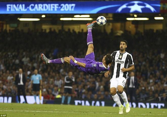 Nằm xuống Juventus, để chứng kiến Ronaldo vĩ đại lên ngôi! 28
