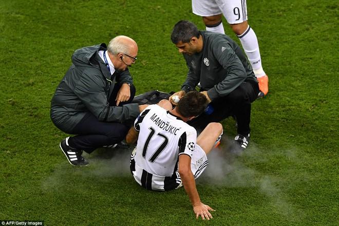 Nằm xuống Juventus, để chứng kiến Ronaldo vĩ đại lên ngôi! 29