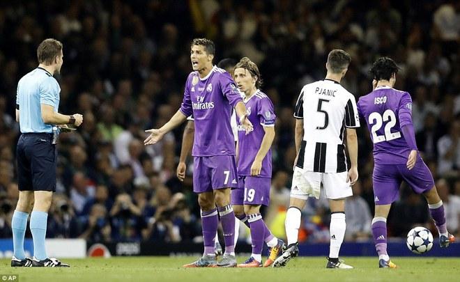 Nằm xuống Juventus, để chứng kiến Ronaldo vĩ đại lên ngôi! 30