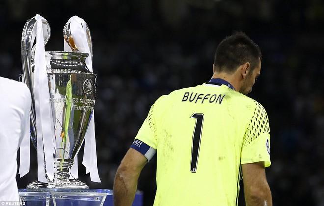 Nằm xuống Juventus, để chứng kiến Ronaldo vĩ đại lên ngôi! 32