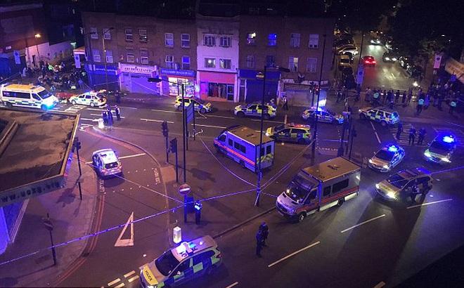 Lao xe tải vào đám đông người Hồi giáo ở London: Cảnh sát Anh xác nhận vụ tấn công mang dấu hiệu khủng bố