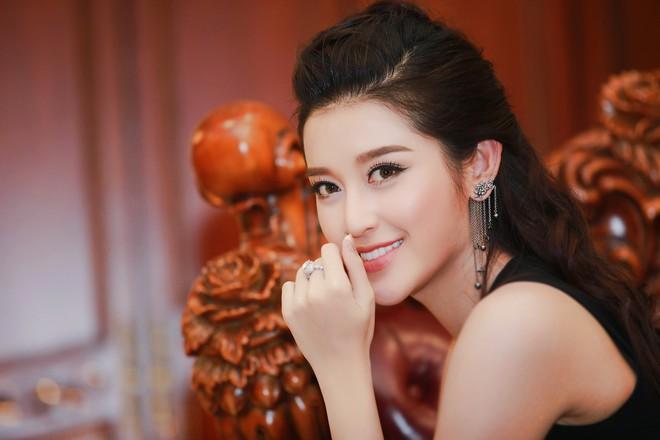 Á hậu Huyền My mặc táo bạo, tái xuất sau lùm xùm tại Hoa hậu Hòa bình Thế giới - Ảnh 9.