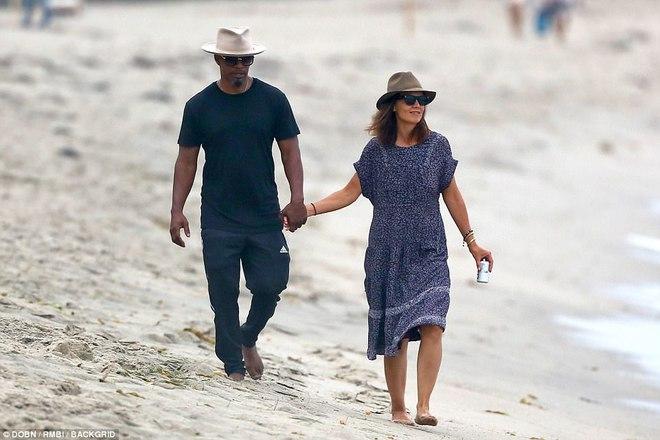 Thoát khỏi hợp đồng kỳ quặc hiệu lực 5 năm, vợ cũ Tom Cruise công khai bạn trai mới  - Ảnh 1.