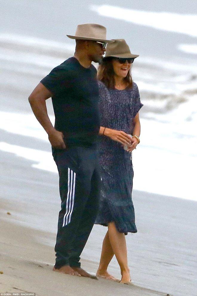 Thoát khỏi hợp đồng kỳ quặc hiệu lực 5 năm, vợ cũ Tom Cruise công khai bạn trai mới  - Ảnh 8.