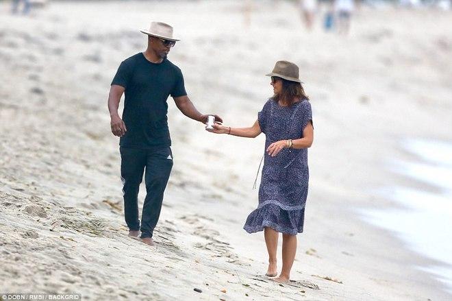 Thoát khỏi hợp đồng kỳ quặc hiệu lực 5 năm, vợ cũ Tom Cruise công khai bạn trai mới  - Ảnh 9.