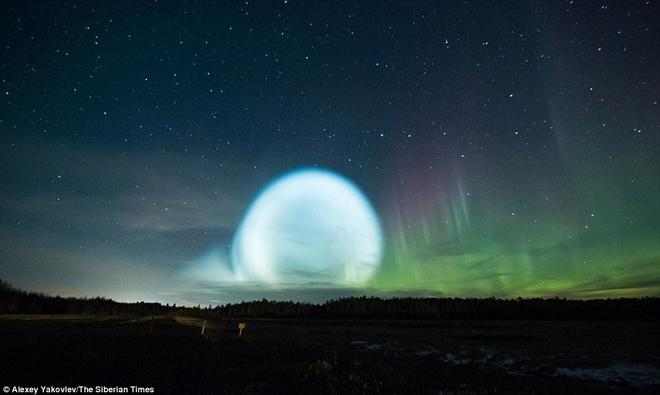 Bí ẩn quả cầu UFO khổng lồ phát sáng ở Sibaria: Cổng thời gian mở ra hay người ngoài hành tinh? - Ảnh 3.