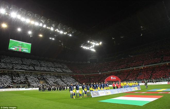 Italia mất vé dự World Cup 2018: Buffon khóc trong đau đớn, De Rossi điên tiết mắng HLV - Ảnh 1.