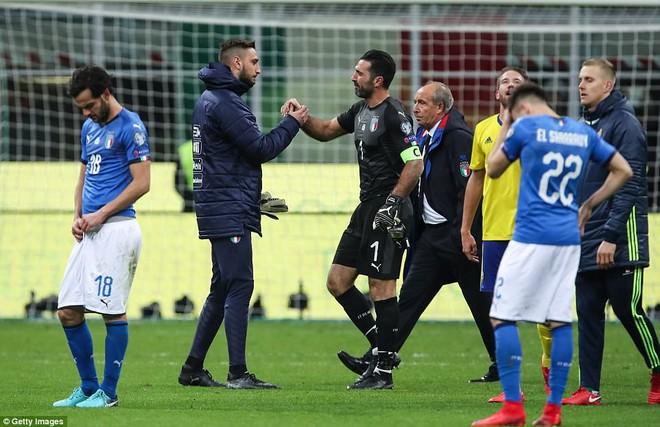 Italia mất vé dự World Cup 2018: Buffon khóc trong đau đớn, De Rossi điên tiết mắng HLV - Ảnh 6.