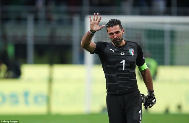 Italia mất vé dự World Cup 2018: Buffon khóc trong đau đớn, De Rossi điên tiết mắng HLV - Ảnh 5.