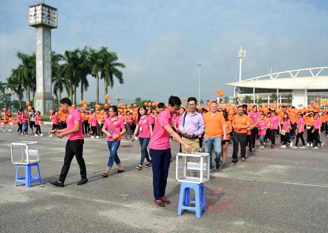 Hàng ngàn sinh viên xuống đường đi bộ vì nạn nhân da cam - Ảnh 4.