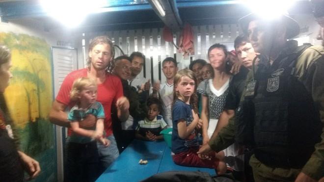 Vừa trải qua kỳ du lịch hàng trăm nghìn người ao ước, một gia đình bị thủy tặc tấn công - Ảnh 3.