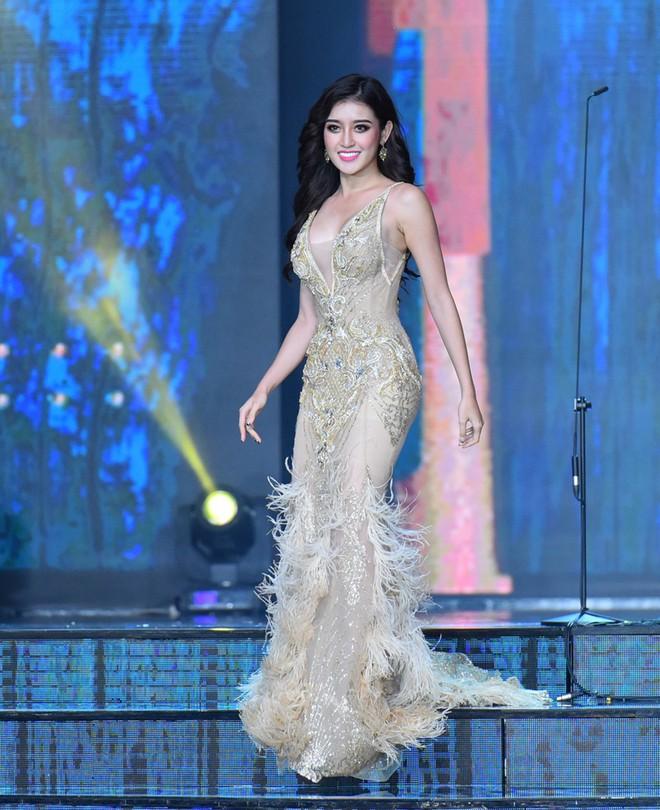 NTK áo dài cho Hoa hậu Hòa bình: Huyền My trang bị vẻ ngoài tốt nhưng bên trong chưa được! - Ảnh 1.