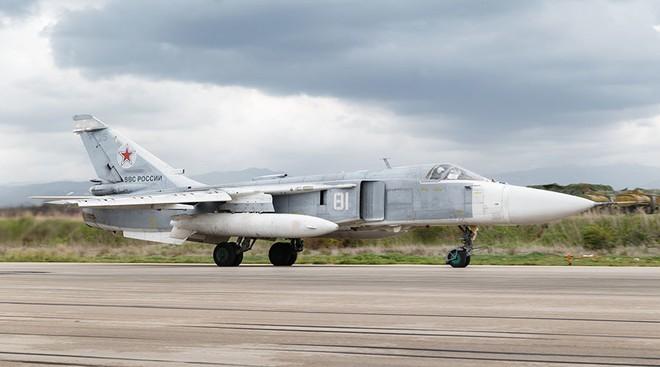 Ẩn số vụ Su-24 Nga rơi ở Syria: Tại sao phi công không kịp nhảy ra ngoài? - Ảnh 1.
