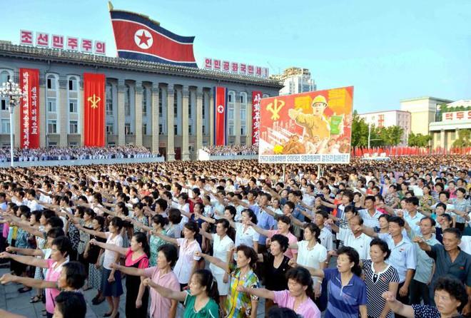 24h qua ảnh: Nhật Bản triển khai tên lửa ở thủ đô đề phòng Triều Tiên - Ảnh 2.