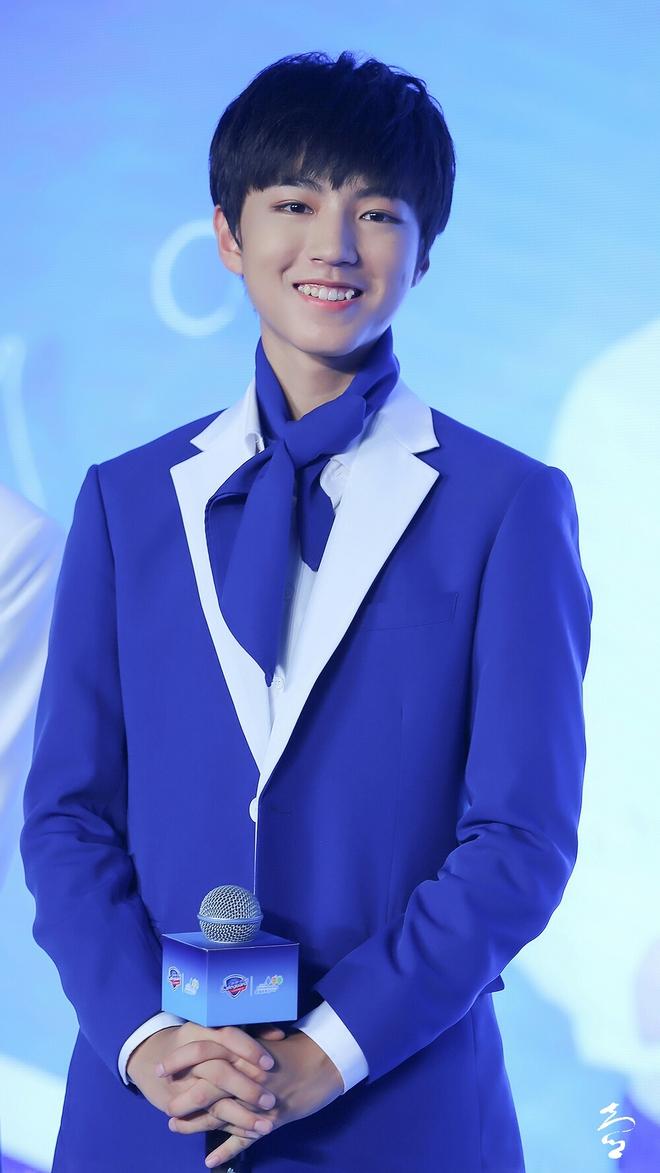 Lương Triều Vỹ và Lưu Đức Hoa được đề cử Nam diễn viên tệ nhất 2016 - Ảnh 7.
