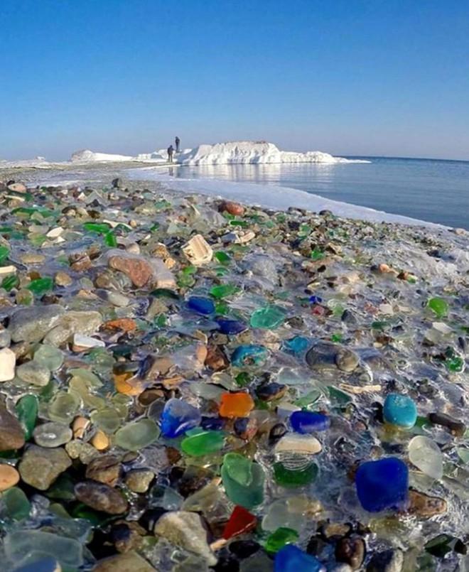 Hàng triệu mảnh thủy tinh bị vứt xuống biển, 10 năm sau điều không ai ngờ đến đã xảy ra - Ảnh 6.