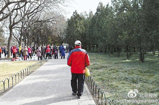 Trung Quốc: Ngay giữa thủ đô Bắc Kinh, đến giấy vệ sinh cũng bị biển thủ - Ảnh 6.