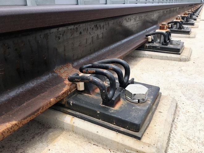 Cận cảnh những vết nứt tại dự án đường sắt trên cao Cát Linh - Hà Đông - Ảnh 7.