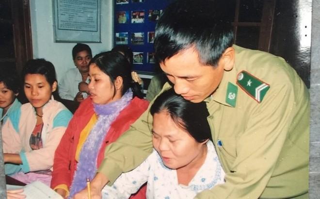 Người thầy đặc biệt - mang gạo tặng gia đình phụ huynh ngày 20.11