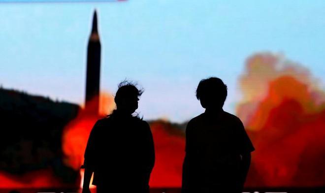 24h qua ảnh: Nhật Bản triển khai tên lửa ở thủ đô đề phòng Triều Tiên - Ảnh 1.