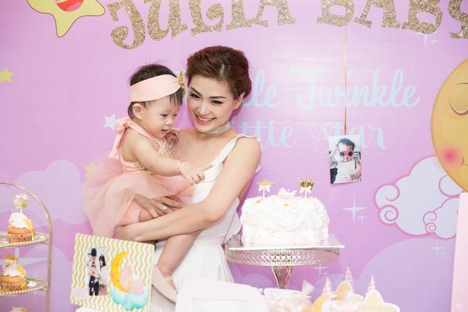 Chồng đại gia vắng mặt, Diễm Trang tự tay tổ chức sinh nhật cho con gái - Ảnh 5.