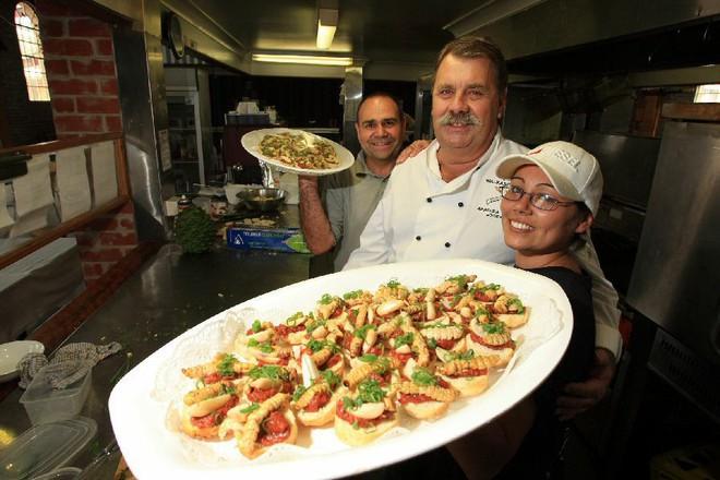 Món ăn độc nhất vô nhị của thổ dân Úc, nhìn đáng sợ hơn cả đuông dừa Việt Nam - Ảnh 7.