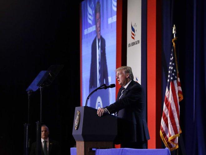 Vẽ nên bức chân dung xấu về tổng thống Trump, nhưng Comey cũng là nhân vật gây tranh cãi - Ảnh 1.