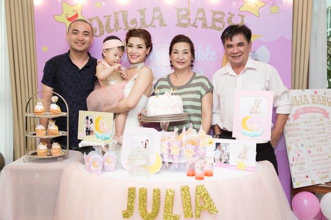 Chồng đại gia vắng mặt, Diễm Trang tự tay tổ chức sinh nhật cho con gái - Ảnh 7.