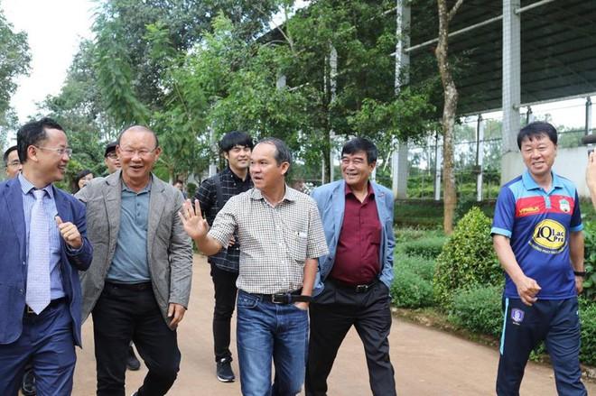 Quên Miura, Hữu Thắng đi, tướng Park mới là chuẩn soái ca của bóng đá Việt Nam - Ảnh 1.