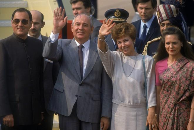 Nghi án mưu sát Gorbachev qua lời kể sĩ quan quân báo Liên Xô: Tên lửa Stinger quá nguy hiểm - Ảnh 1.