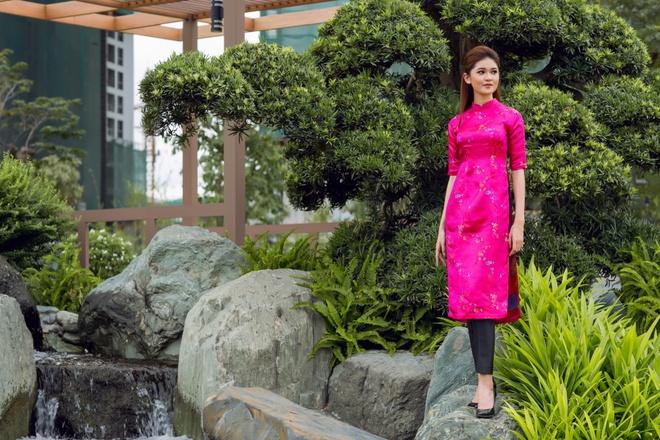 Á hậu Thùy Dung đầy cuốn hút khi khoe dáng với áo dài - Ảnh 11.