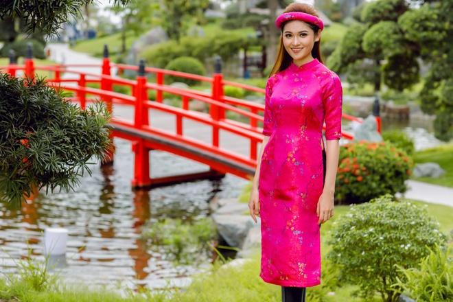 Á hậu Thùy Dung đầy cuốn hút khi khoe dáng với áo dài - Ảnh 10.
