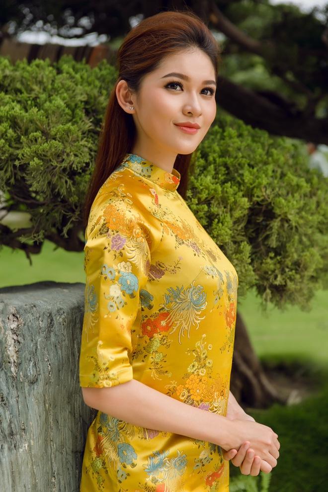 Á hậu Thùy Dung đầy cuốn hút khi khoe dáng với áo dài - Ảnh 7.
